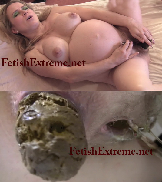 Pregnant woman masturbating with a dildo and pooping. (Naughty Pooping 13)