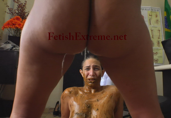 [Extreme Scat-16] Lesbian nurse rubbing poop on her patient